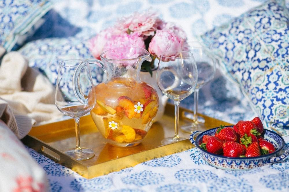white peach sangria-1