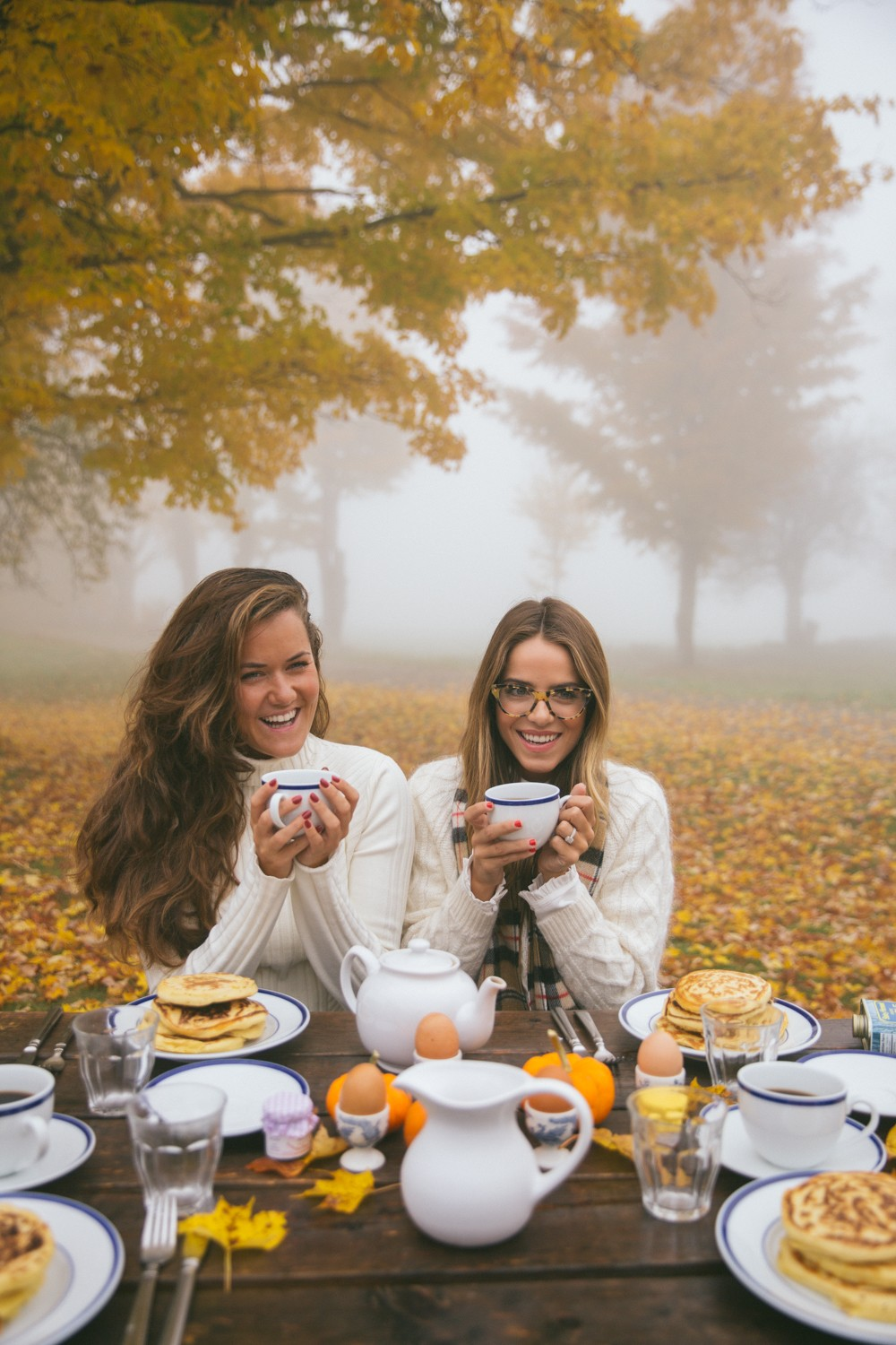 Fall Bucket List : have breakfast with your best friend under the golden trees