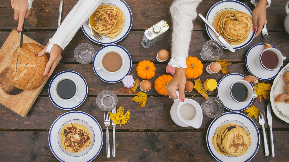 The perfect autumn breakfast picnic