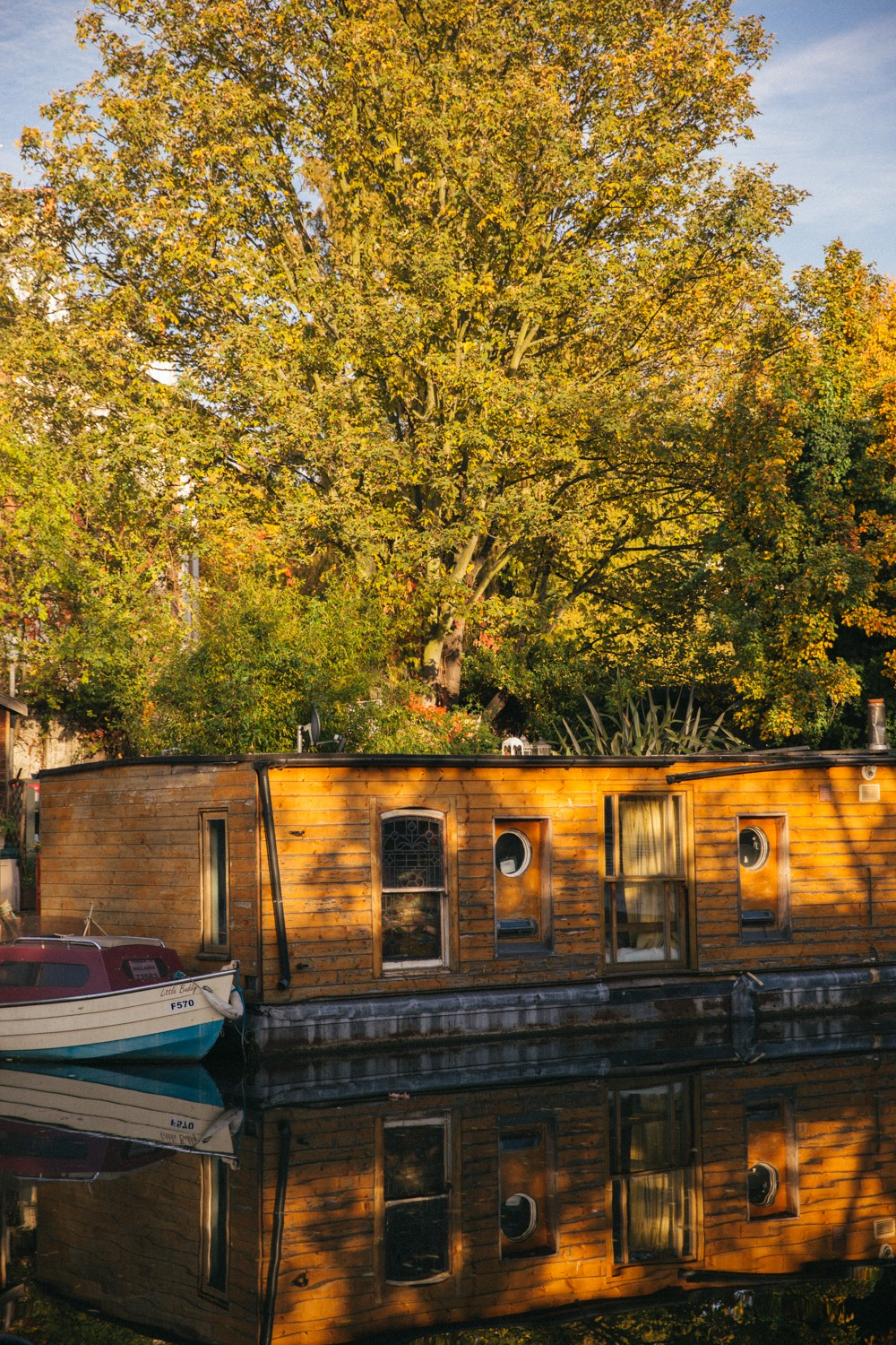 Houseboat London