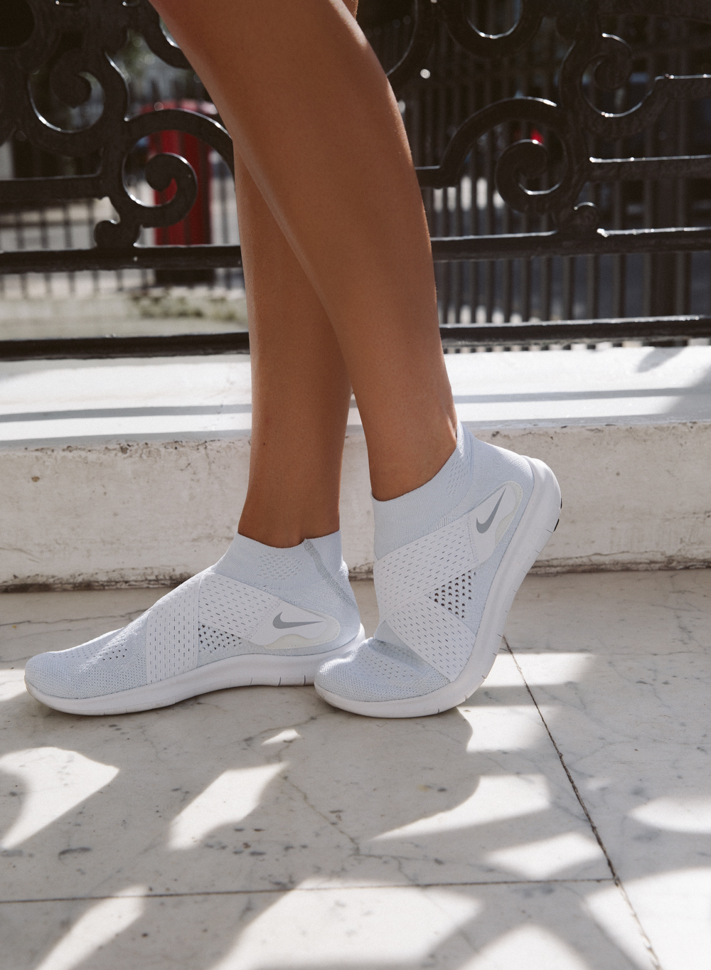 Flexible sneakers with no laces - perfect support for running