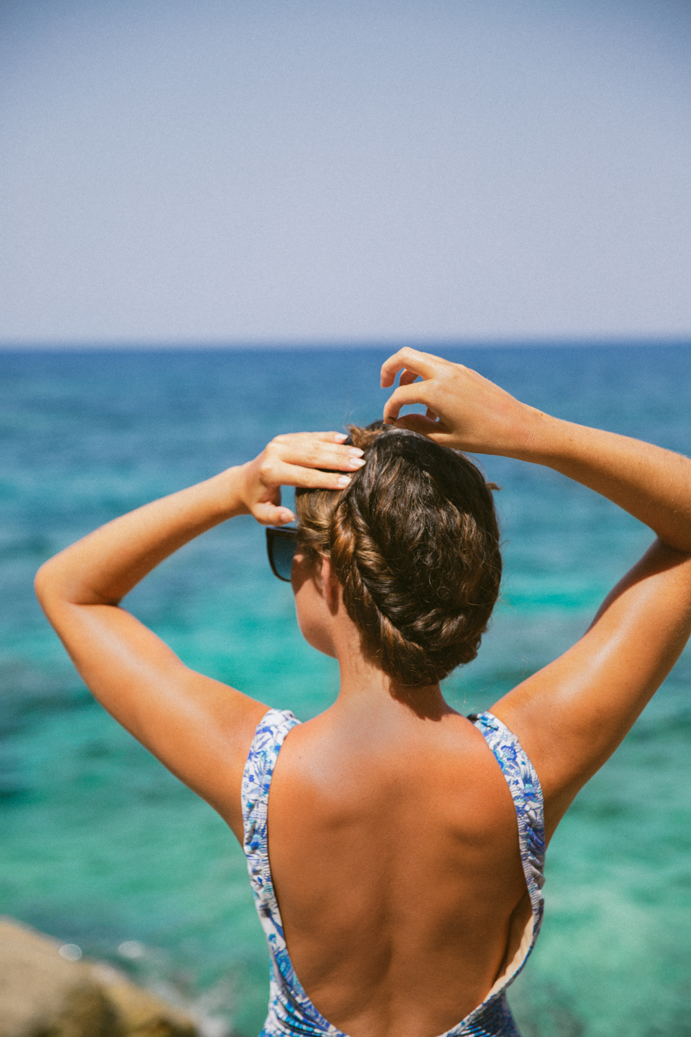 Speedy simple summer up-do tutorial - Perfect from beach to bar!